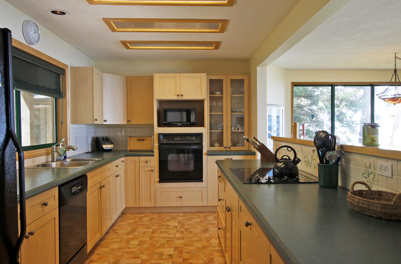 Nice kitchen with wood floors